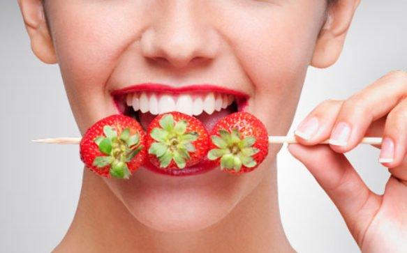 Sbiancamento dei denti: Fragole!