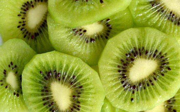 """Scrub """"fai da te"""" per il corpo al kiwi per una pelle da favola"""