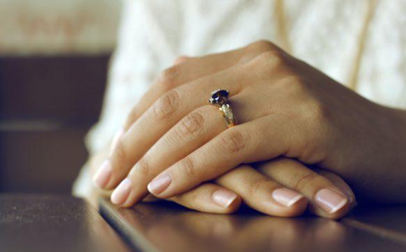 Manicure californiana: unghie lucide e senza smalto