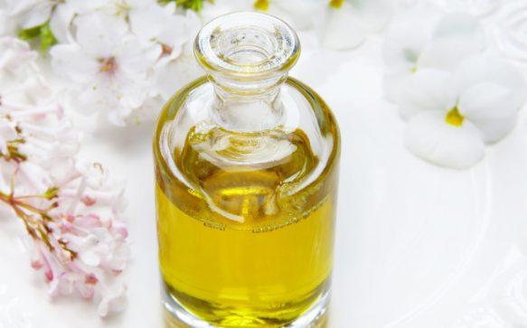 Pulire il viso con l'olio: tutti i benefici
