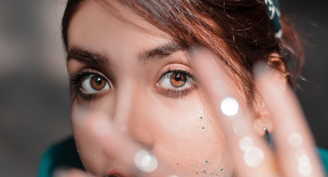 Come truccare gli occhi castani: scopri tutti gli abbinamenti!